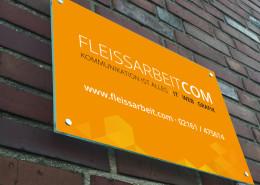 FLEISSARBEIT COM Schild an Hauswand